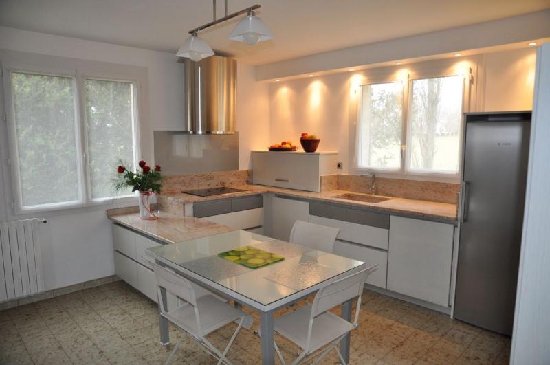 Cuisine design, chène laqué blanc, modèle haut de gamme cuisine ...