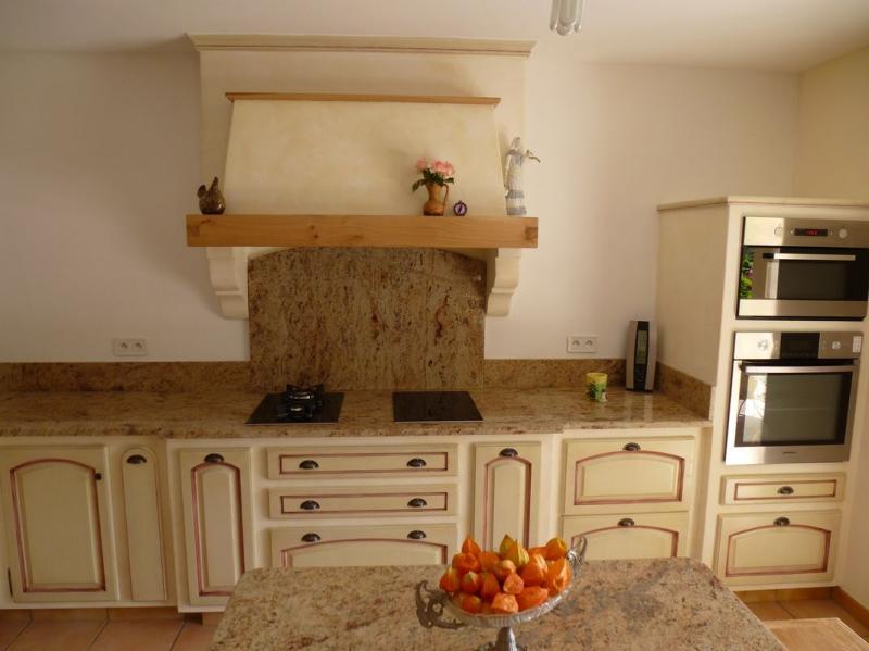 cuisiniste vedennes vaucluse cuisine proven ale 84 fabrication sur mesure ch ne massif de france. Black Bedroom Furniture Sets. Home Design Ideas