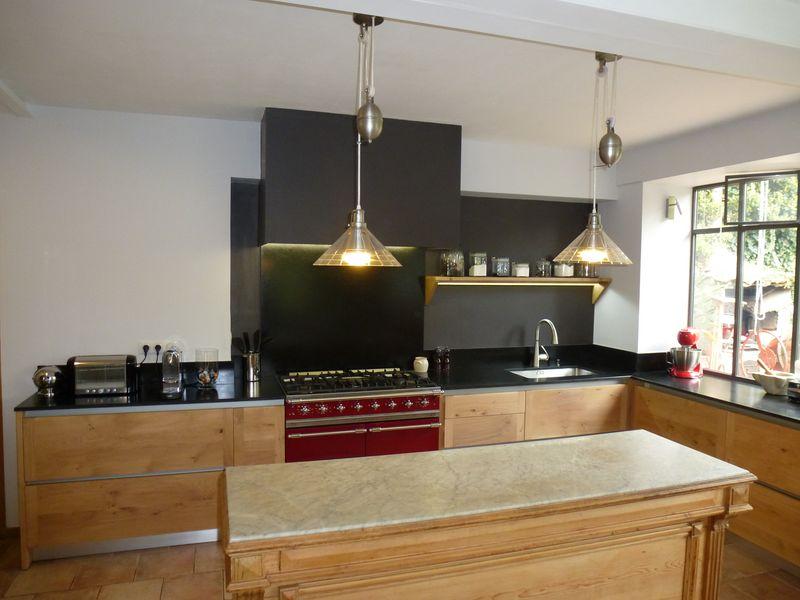 cuisine en ch ne de france r alis e en avignon cuisini re lacanche et plan de travail en granit. Black Bedroom Furniture Sets. Home Design Ideas