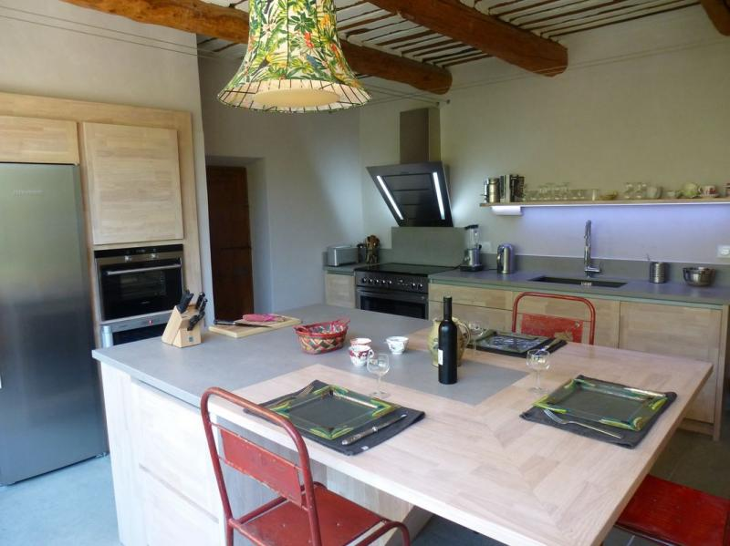 cuisine design vaucluse 84 cuisine bois brut ilot central dekton cuisiniste carpentras 84. Black Bedroom Furniture Sets. Home Design Ideas