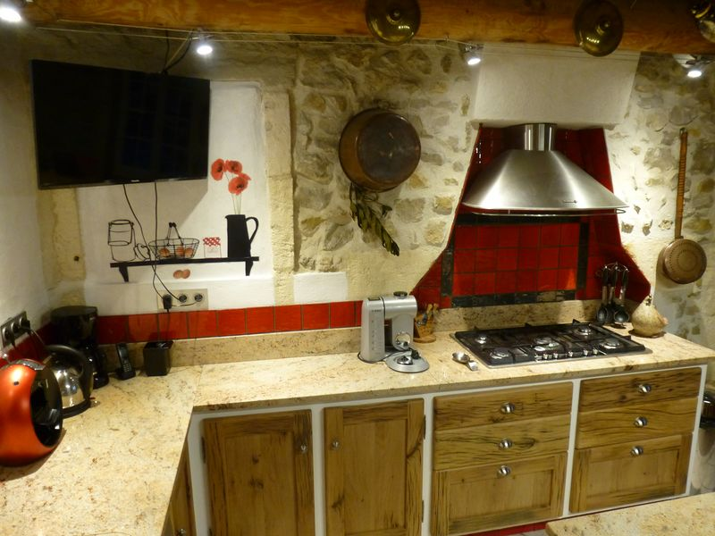 Cuisine campagnarde, cuisiniste Gard, ilot central, table vieux ...