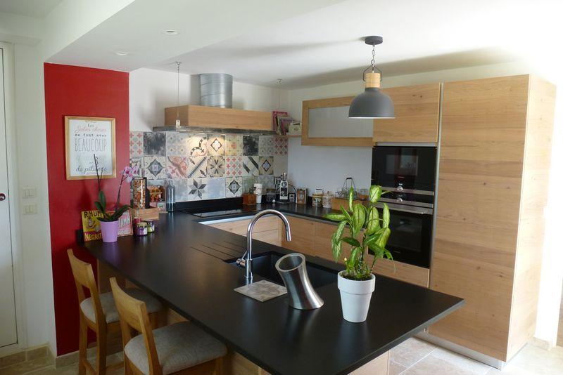 cuisiniste arles 13 cuisine moderne en ch ne fabricant de cuisines sur mesure ilot central. Black Bedroom Furniture Sets. Home Design Ideas